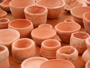 poteries cuites et oranges